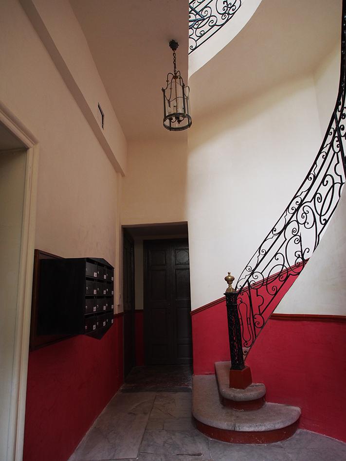 Renovation Cage d\'escalier enduit à la chaux tadelakt